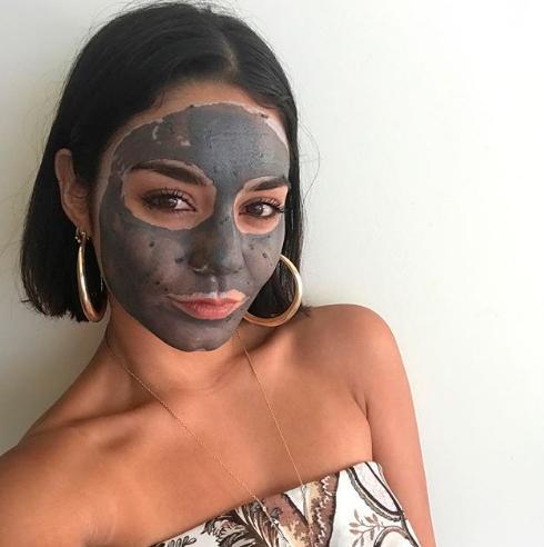 vanessa-hudgens-mascara-facial