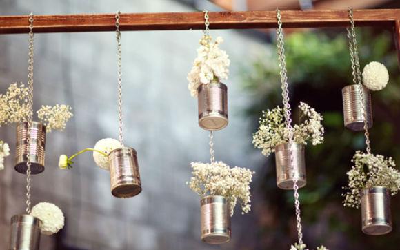 Latinhas podem ser usadas para montar arranjos suspensos lindo - Foto: Pinterest