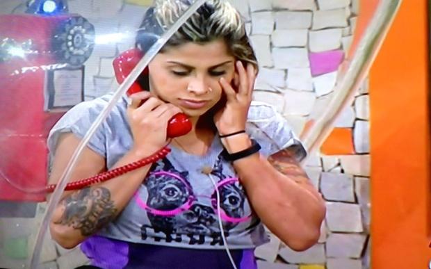 Vanessa atende o Big Fone. Foto: Reprodução