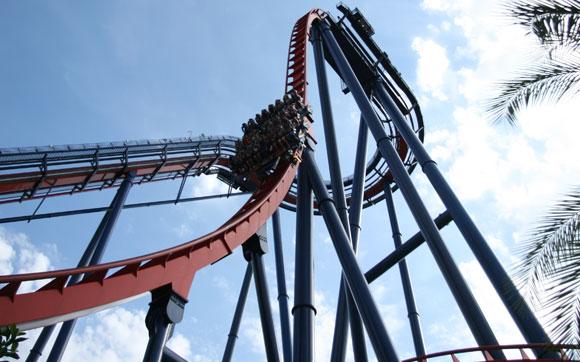 Em SheiKra, uma queda de 90 graus vai fazer você gritar como nunca. Fica no parque Busch Gardens, em Tampa Bay, Florida.
