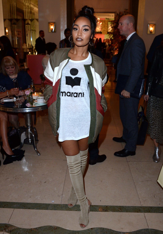 Leigh-Anne apostou no oversized e usou t-shirt como vestidinho! Descolada, sim ou claro? Foto:
