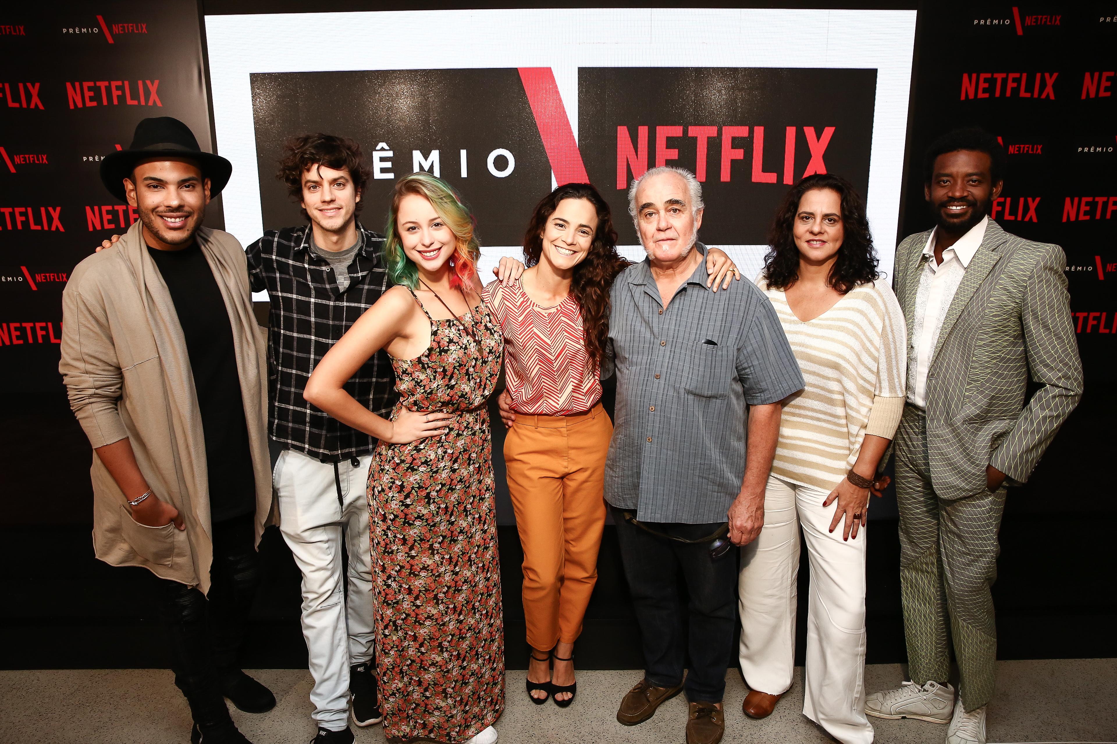 Jurados do Prêmio Netflix posam para foto em São Paulo
