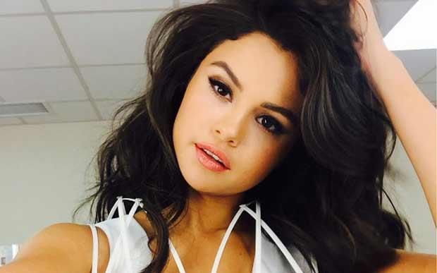 Em 2013, Selena deu uma pausa na carreira para cuidar da saúde. Dois anos depois, teve que passar por quimioterapia para tratar o lúpus.