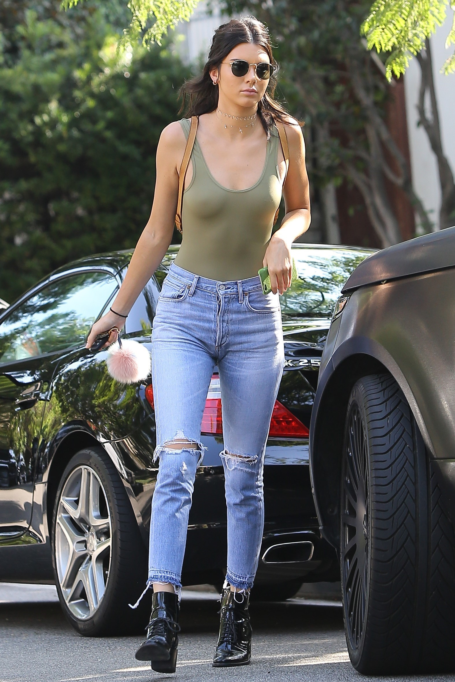 A top Kendall Jenner sair sem sutiã! Foto: