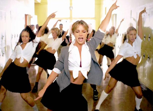 O look de Britney em Baby One More Time era babado em 1998. Foto: