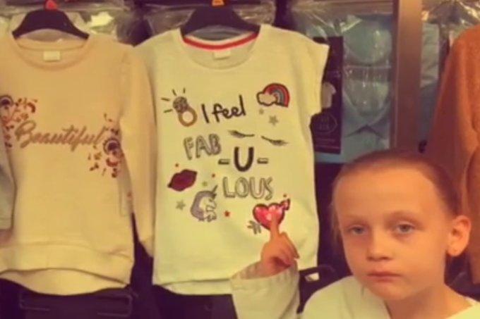 Garotinha fica irritada ao perceber frases sexistas em camisetas