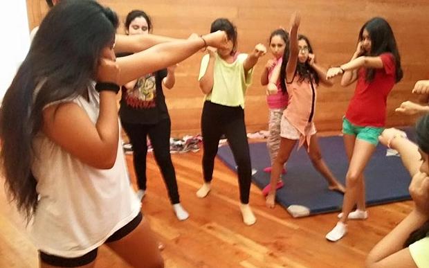 Escola para não-princesas tem aulas de luta e empoderamento