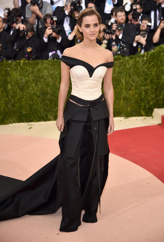 Corset apareceu no look da Emma Watson no Met Gala. Foto: