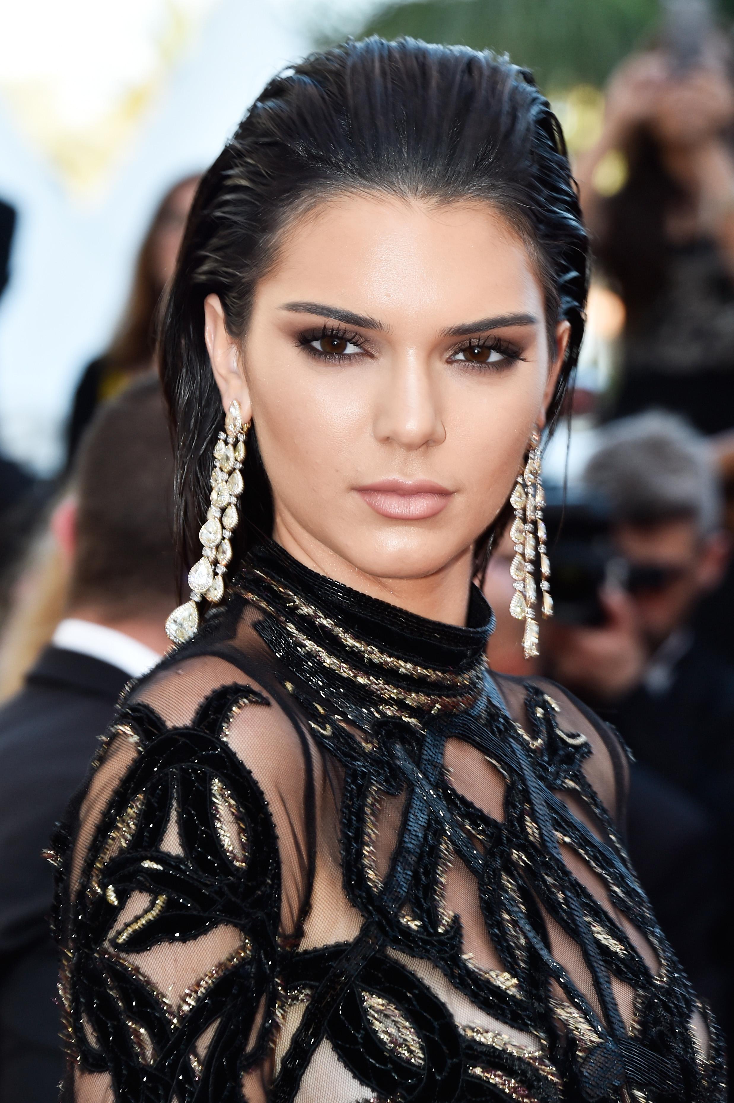Assim como boa parte das irmãs, Kendall Jenner adora usar este estilo (Getty Images)