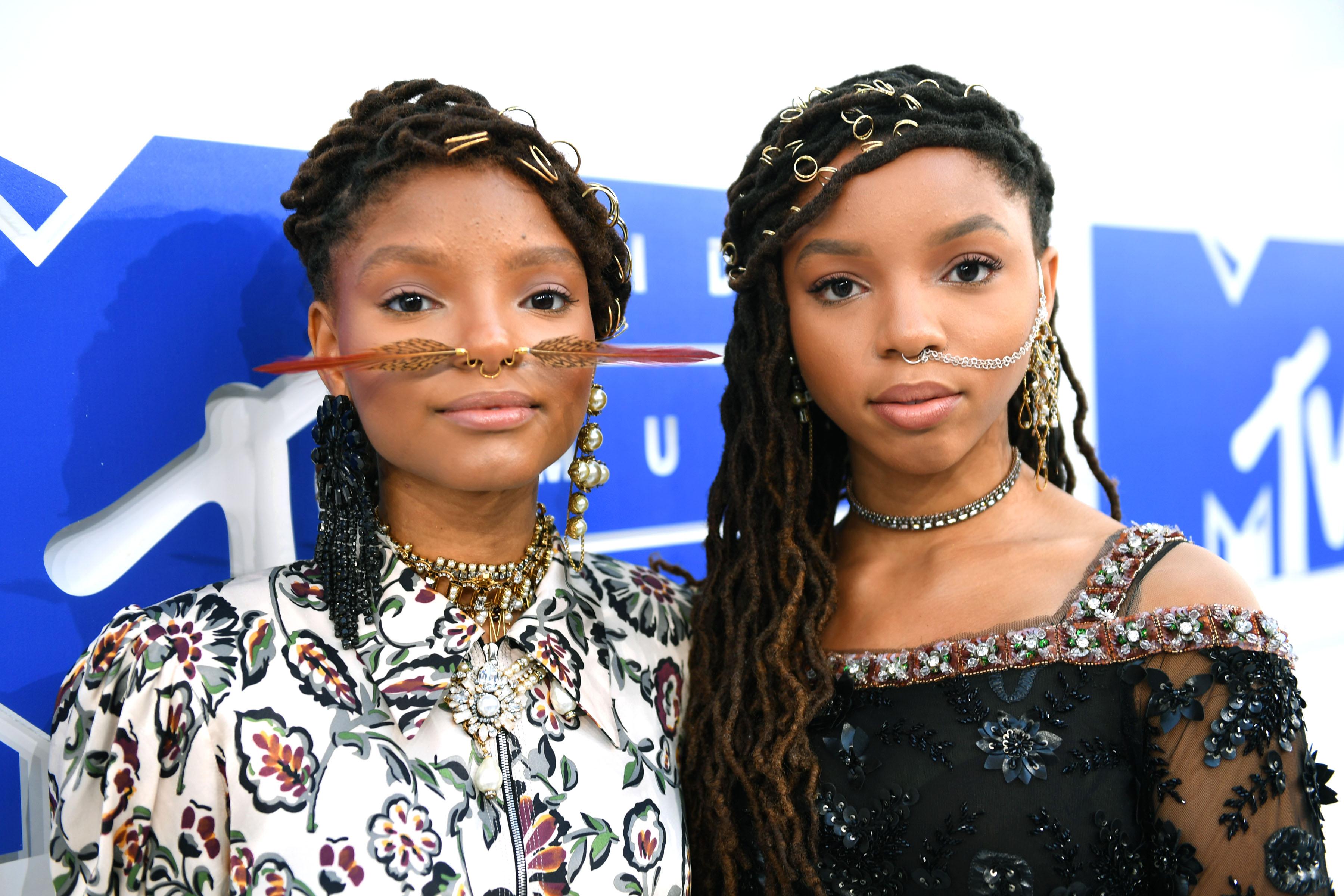 Chloe Bailey e Halle Bailey puseram os aneis a fim de deixar o cabelo mais glamouroso (Getty Images)