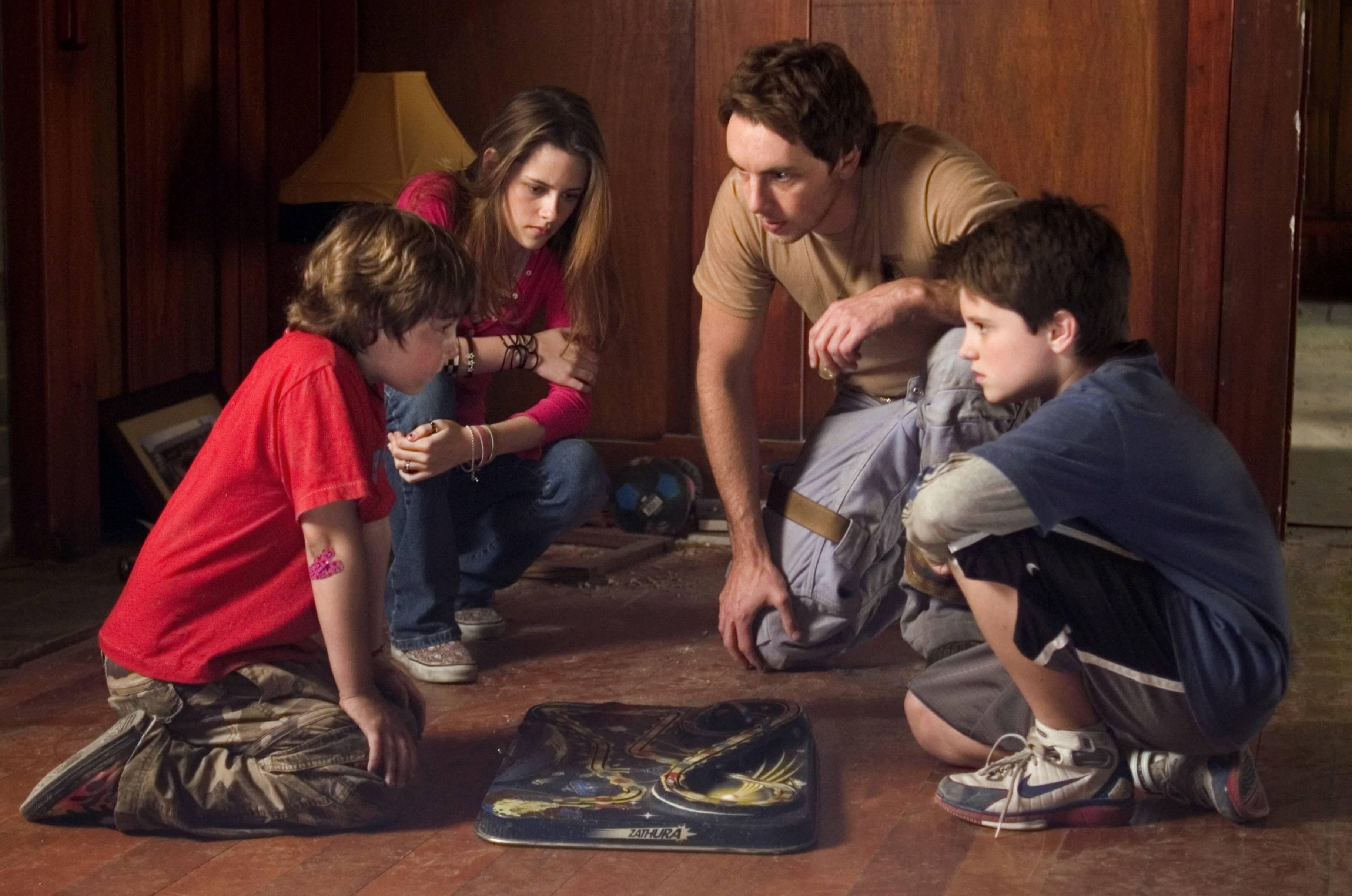 DF-07014_rÐ (l to r) Jonah Bobo, Kristen Stewart, Dax Shepard and Josh Hutcherson star in Columbia PicturesÕ sci-fi adventure Zathura. Photo Credit: Merrick Morton
