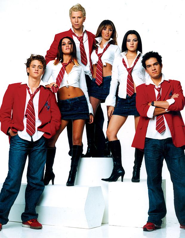 Em 2006, o fenômeno no Brasil era o grupo mexicano RBD! Sdds <3