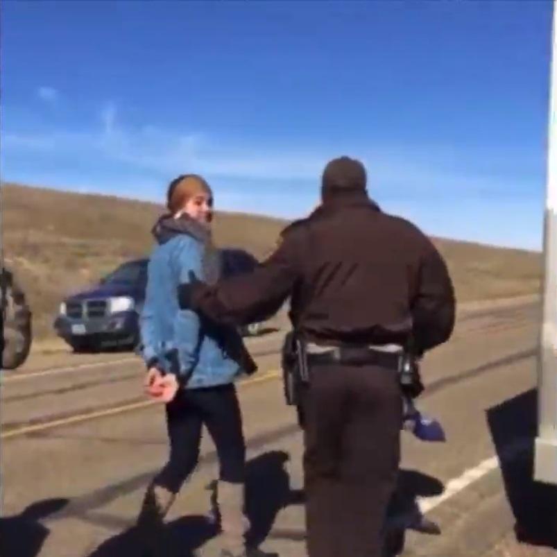 Shailene Woodley é presa na Dakota do Norte (Reprodução)