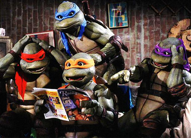 Em 1990, os amigos Rafael, Leonardo, Michelangelo e Donatello chegaram às telas de cinema.