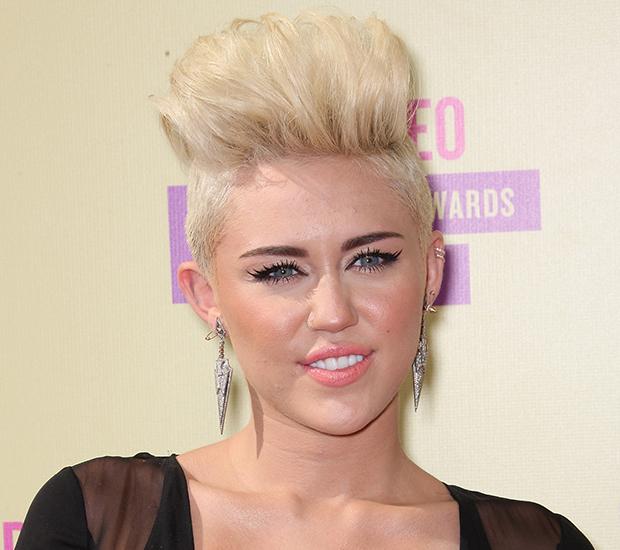 Miley Cyrus cabelo