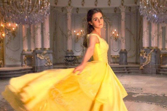 emma-watson-princesa-bela-corset