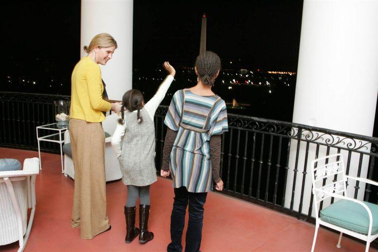 Ensaiando como dizer olá ao povo da varanda Trumam (Foto: Reprodução)