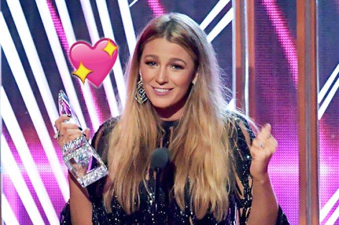 'Vocês votaram pelo pode feminino', comemora Blake Lively no PCA
