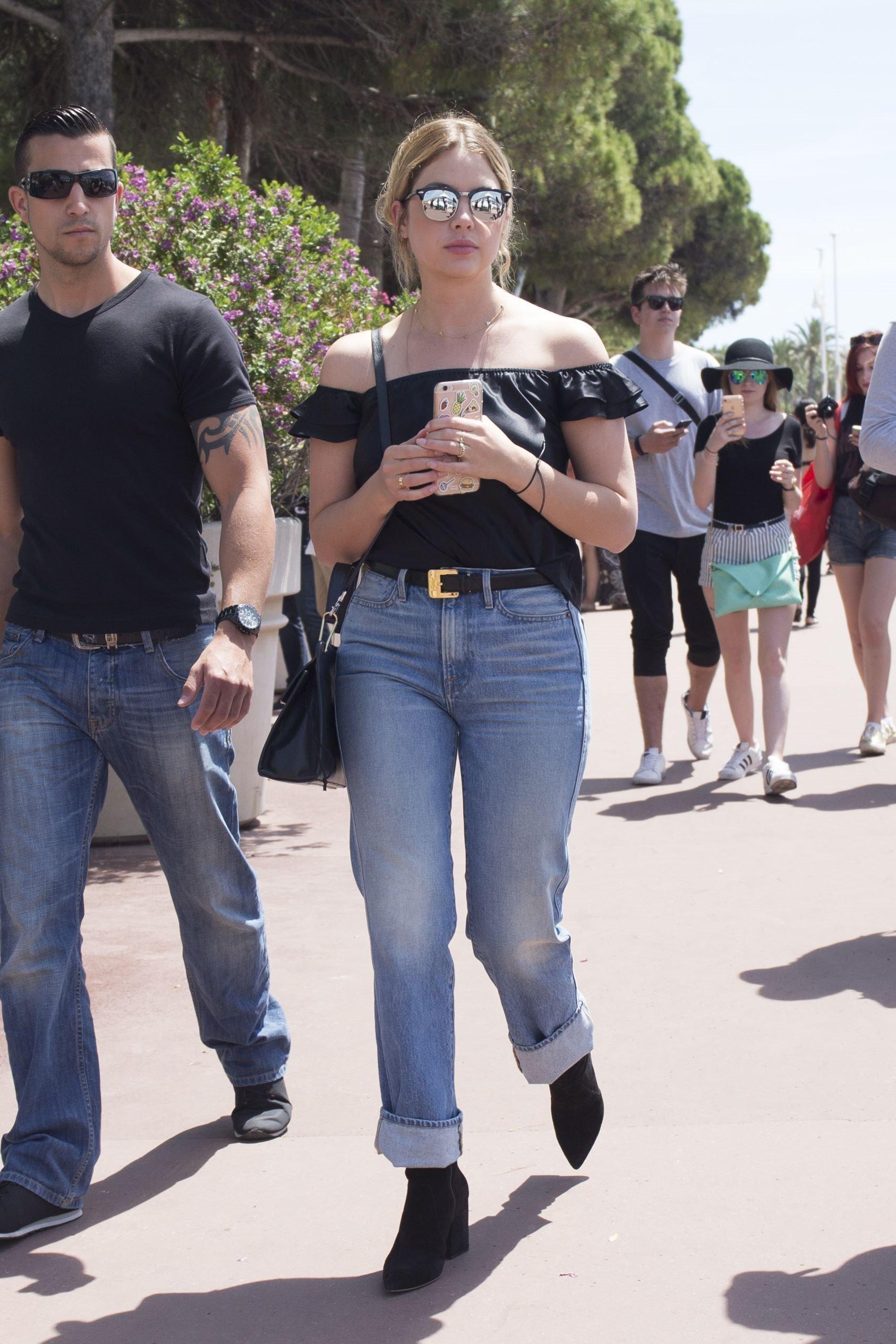 ashley-benson-mom-jeans