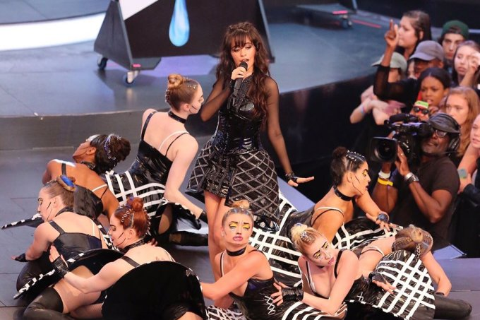 camila-cabello-canta-premiada-much-music-video-awards
