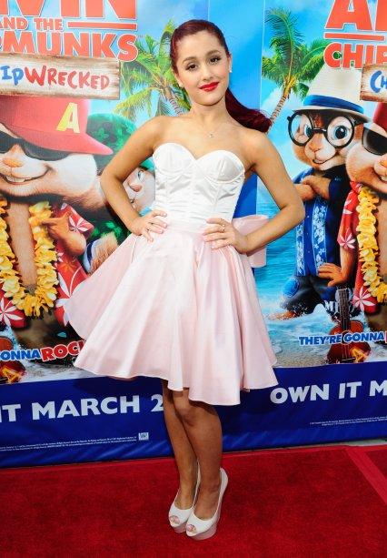 2012 - Os vestidos soltinhos são a cara da personagem Cat Valentine, que Ari interpretou em Victorius, da Nickelodeon.