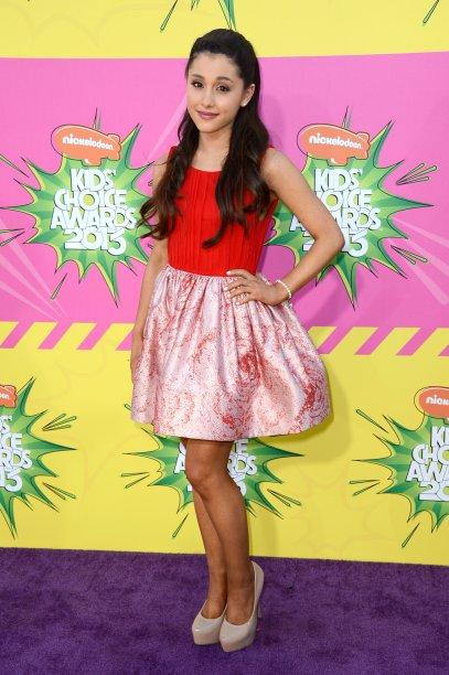 2013 - Mais umKids' Choice Awards! Desta vez de vermelho e rosa, bem girlie!