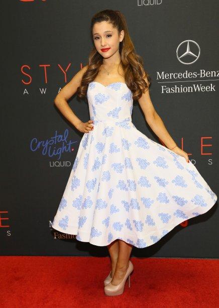 2013 - Ela não estava parecendo uma diva dos anos 50 com esse vestido rodado?
