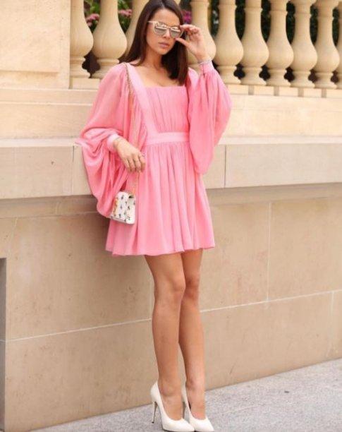 Bruna Marquezine, diva pink no street style em Paris.