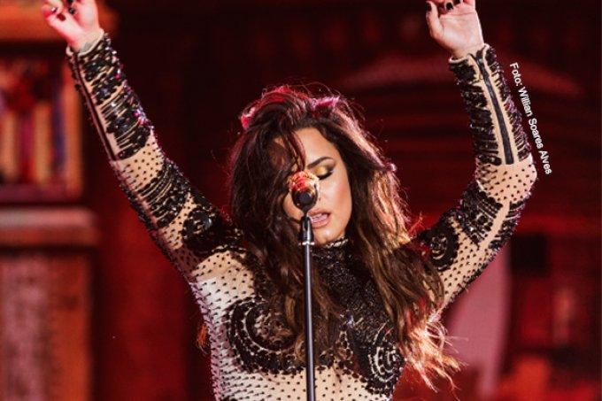 Falha em microfone de Demi Lovato marca primeiro dia de Villa Mix