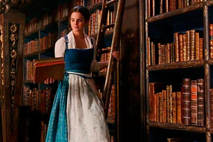 Maneiras práticas e eficazes de organizar sua estante de livros