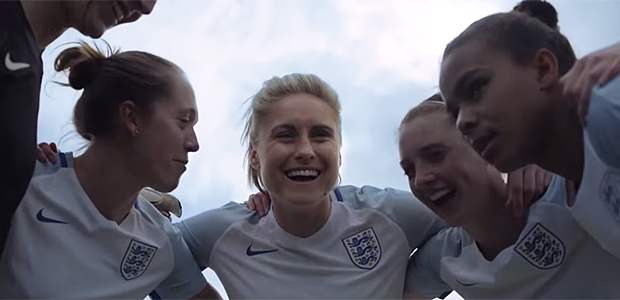 Little Mix participa de campanha em prol do futebol feminino