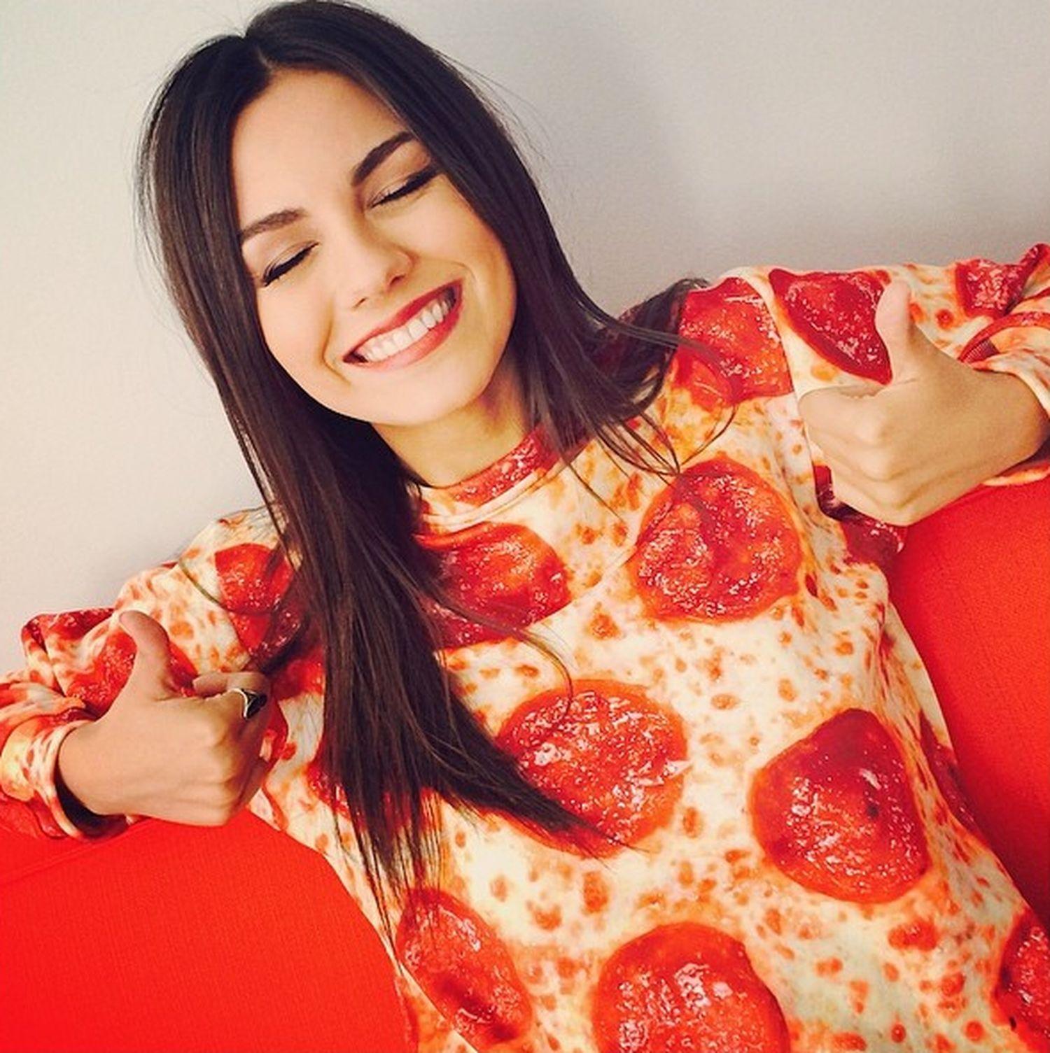 Victoria Justice pizza