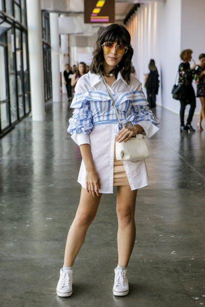 Milka Elys mostrou o poder da sobreposição. Duas camisas, uma lisa e outra estampada deixaram o street style muuito legal!