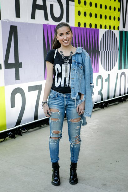 Muita gente apostou no total jeans, real oficial! A Amanda Almeida escolheu uma calça bem destroyed e jaqueta fashionista.