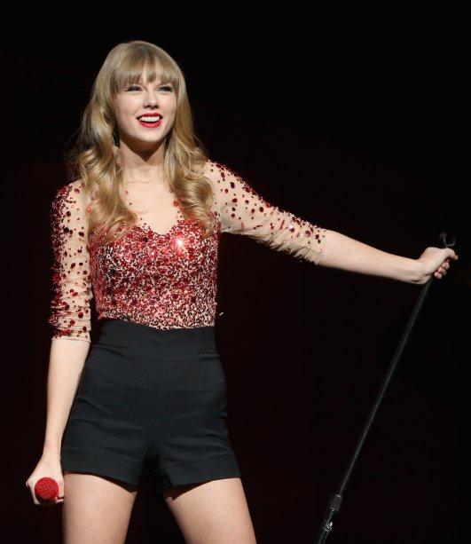 """E o visual caracterizou a nova fase da cantora, que lançou """"Red"""", o quarto disco, em outubro daquele ano. Foi um marco, também, para a transição do country para o pop"""