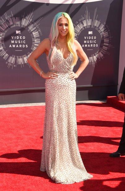 Muito amor por esse visu sereia da Kesha! Ela estava linda, no VMA de 2014, com este longo cheio de brilhos combinado ao rainbow hair. <3