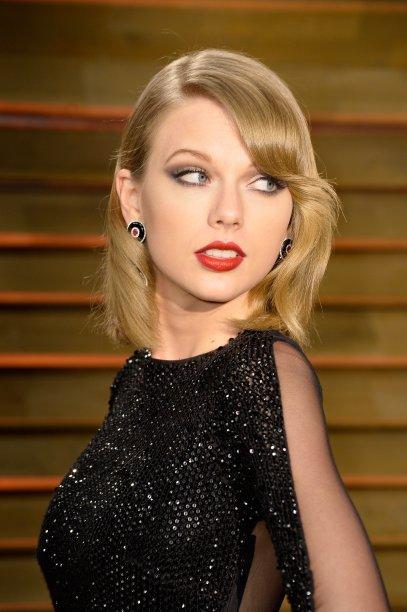 Mas a cantora radicalizou mesmo em 2014, quando cortou os fios na altura dos ombros