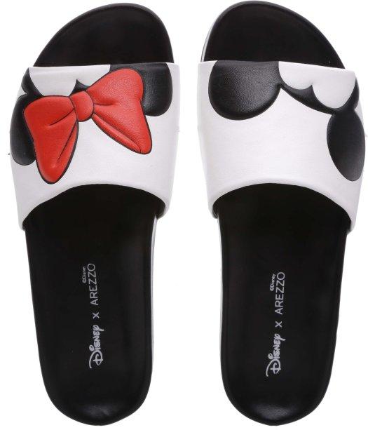 Para os dias mais quentes, chinelos sliders. Um da Minnie e um do Mickey, por favor!