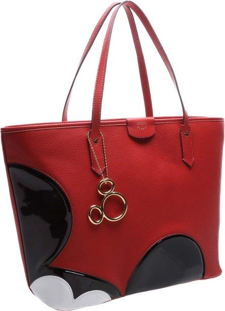 E uma bolsa vermelha para quem gosta de objetos que chamem atenção. Parece que um Mickey passou por ali.