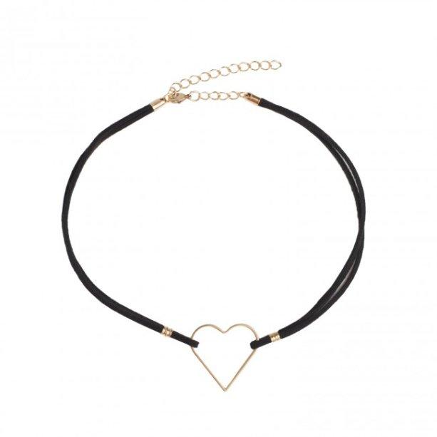 Já a choker da Amo Muito (R$22) tem um coração mais fininho e comprido.