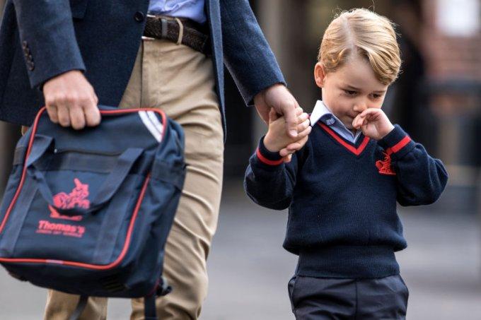 Príncipe George no primeiro dia de aula