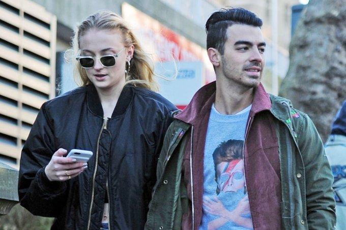 Joe Jonas e Sophie Turner estão noivos