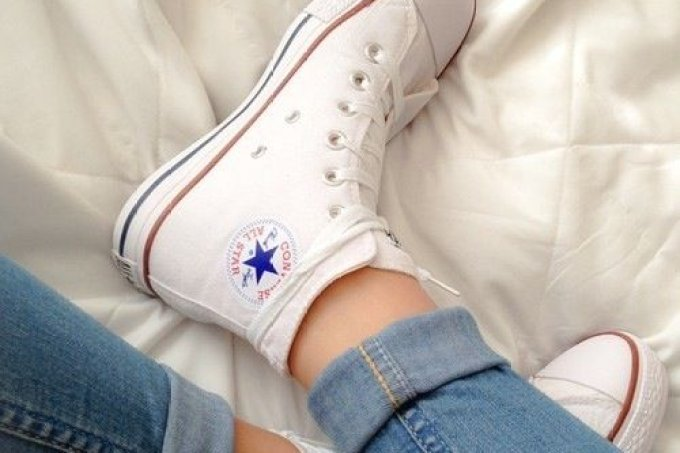menina-descobriu-como-limpar-all-star