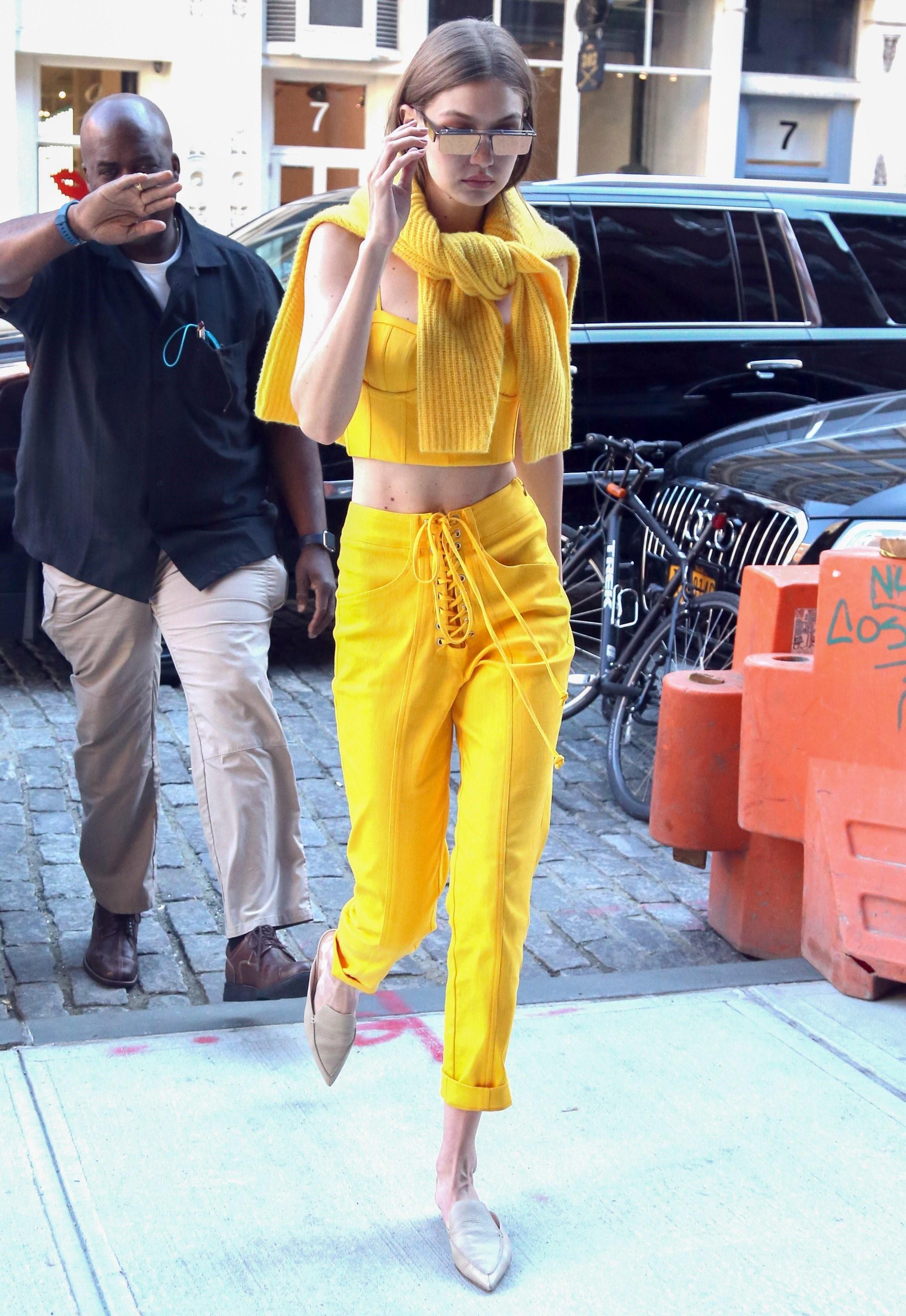 gigi-hadid-look-do-dia-amarelo