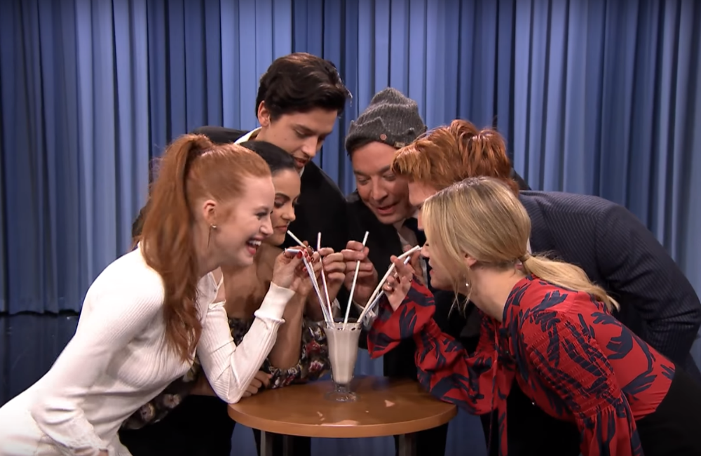 elenco-riverdale-jimmy-fallon-milkshake