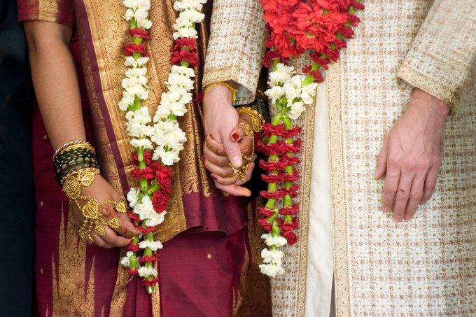 Índia estabelece que sexo com esposa menor de 18 anos é estupro