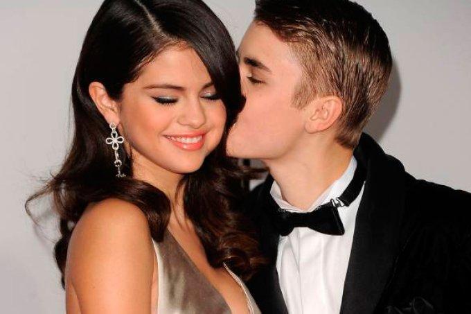 Selena Gomez e Justin Bieber tomam café juntos em Los Angeles