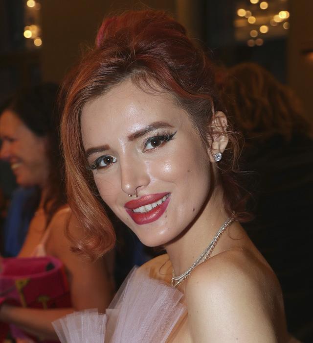 Bella-Thorne-franja-lateral-penteado-cabelo