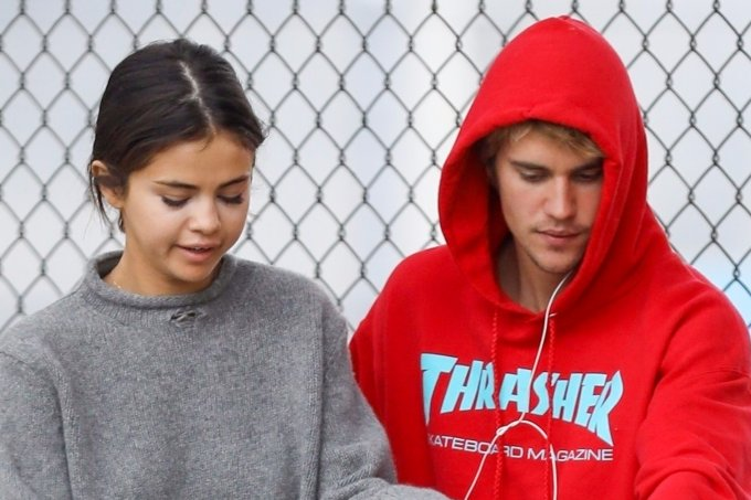 Selena Gomez and Justin Bieber spotted bike riding together!