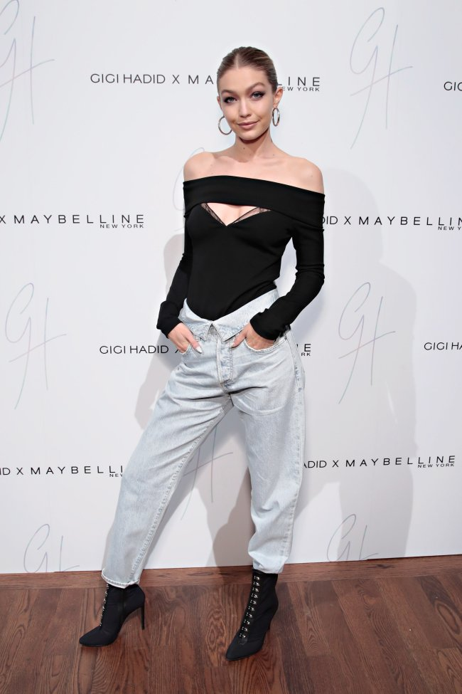 Gigi Hadid look street jeansGigi Hadid look street jeans